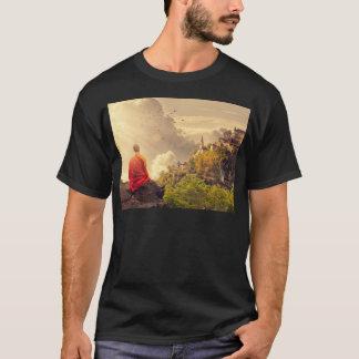 Camiseta Monge Meditating antes do grande templo