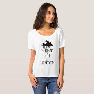 Camiseta Montanhas moventes com fé e café