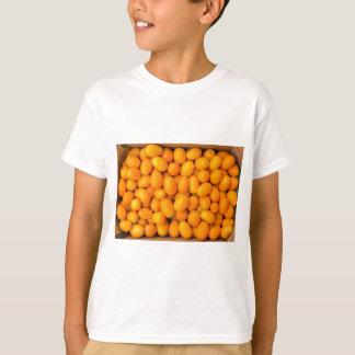 Camiseta Montão de kumquats alaranjados na caixa de cartão