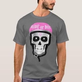 Camiseta Monte ou morra crânio no capacete do motociclista
