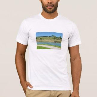 Camiseta Monumento de mata com casa de tosco à reno