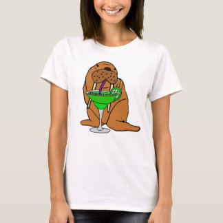 Camiseta Morsa engraçada que bebe a arte de Margarita