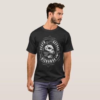 Camiseta Morte antes do T dos crânios e das armas do