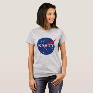 Camiseta mulher desagradável