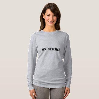 Camiseta Mulheres no t-shirt da greve (você merece uma