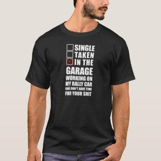 Camiseta Na garagem que trabalha em meu carro da reunião