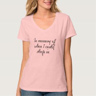 Camiseta na memória do sono na ideia do presente das