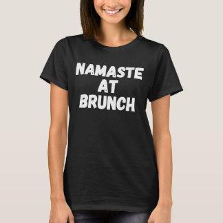 Camiseta Namaste na refeição matinal