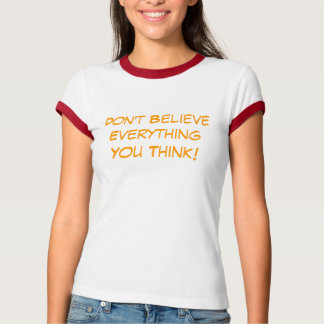 Camiseta Não acredite o everythin que você pensa T