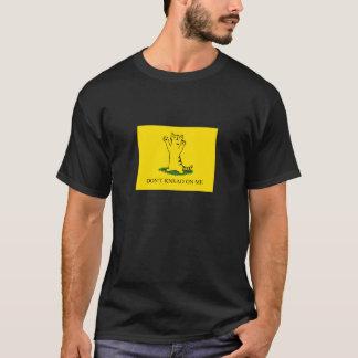Camiseta NÃO AMASSE EM MIM (o fundo amarelo)