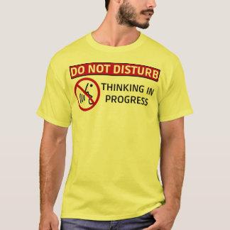 Camiseta NÃO FAZEM DISTURB/Thinking em andamento
