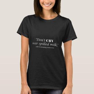 """Camiseta """"Não grita o leite sobre derramado"""" com rotulação"""
