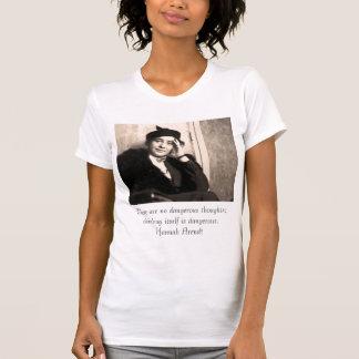 Camiseta Não há nenhum pensamento perigoso; thinki…