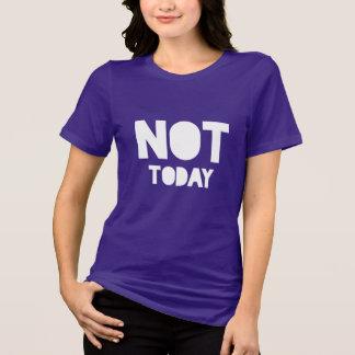 """Camiseta """"Não hoje"""" indicação branca e roxa sarcástica"""