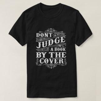 Camiseta NÃO JULGUE UM LIVRO POR ELE é COBRIR