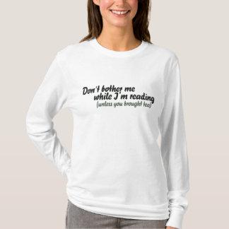 Camiseta Não me incomode quando eu ler