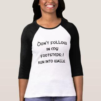 Camiseta Não siga em meus passos; Eu funciono em paredes