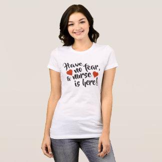 Camiseta Não tenha nenhum medo que uma enfermeira está aqui