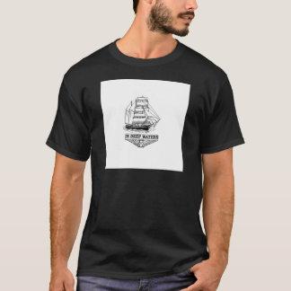 Camiseta nas águas profundas sérias