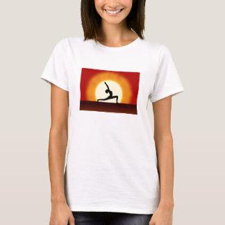 Camiseta Nascer do sol da ioga que levanta t-shirt das