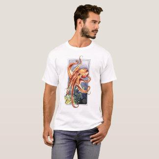 Camiseta natação do polvo através dos oceanos profundamente
