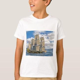 Camiseta Navigação preta do navio de Corveta em um dia