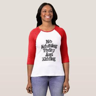 Camiseta Nenhum Adulting apenas que caçoa