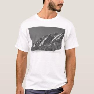 Camiseta Neve Flatirons espanado pó Boulder CO BW