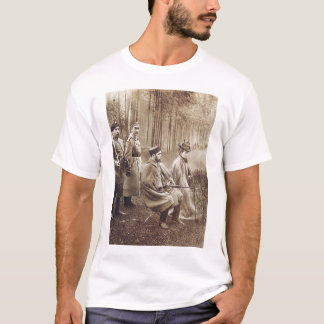 Camiseta Nikolai II durante a caça