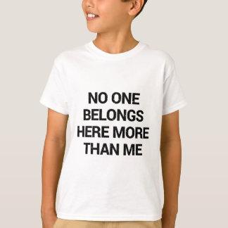 Camiseta Ninguém pertence aqui mais do que mim