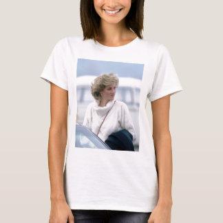Camiseta No.31 a princesa Diana chega no aeroporto de