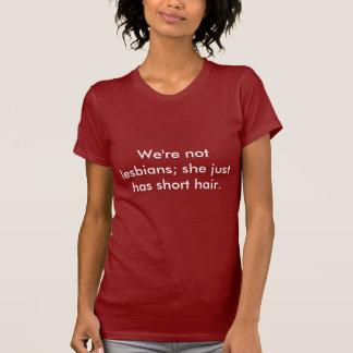 Camiseta Nós não somos lésbica; apenas tem o cabelo curto