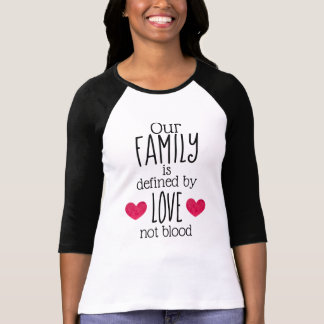 Camiseta Nossa família é definida pela adopção do sangue do