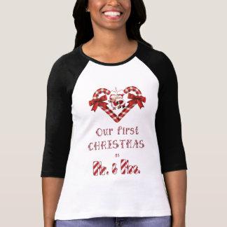Camiseta Nosso primeiro Natal como o Sr. e a Sra. bastão de