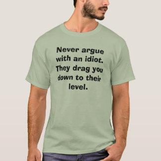 Camiseta Nunca discuta com um idiota. Arrastam-no tragam t…
