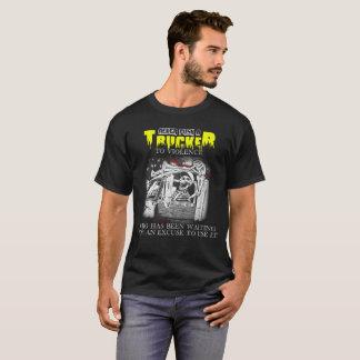 Camiseta Nunca empurre um camionista para a violência que