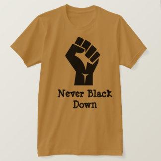"""Camiseta Nunca """"enegreça abaixo"""" do t-shirt"""