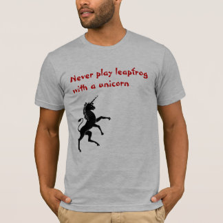Camiseta Nunca jogue o leapfrog com um unicórnio