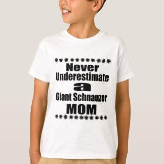 Camiseta Nunca subestime a mamã do Schnauzer gigante