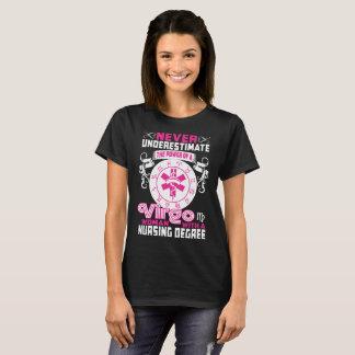 Camiseta Nunca subestime o T do grau de cuidados da mulher