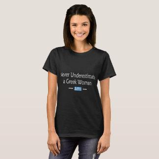 Camiseta Nunca subestime um Tshirt grego da mulher