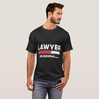 Camiseta O advogado que carrega por favor espera o Tshirt