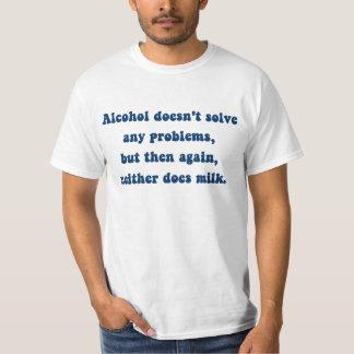 Camiseta O álcool não resolve nenhuns problemas, leite?