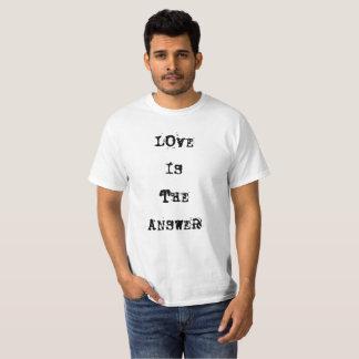 """Camiseta O """"amor é TShirt da resposta"""""""