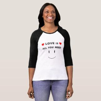 Camiseta O amor é tudo que você precisa