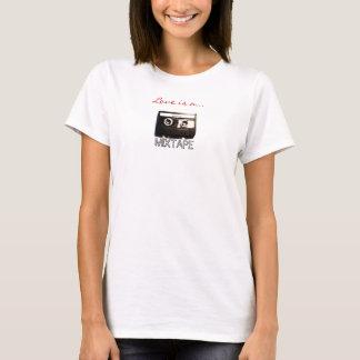 Camiseta O amor é um MIXTAPE (a etiqueta de fita de