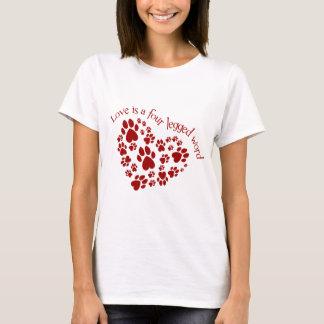 Camiseta O amor é uma palavra de quatro patas