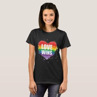 Camiseta O amor ganha o Tshirt do orgulho de LGBT para