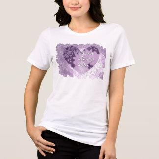 """Camiseta O """"amor ganha sempre"""" o t-shirt das mulheres"""