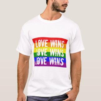 Camiseta O amor ganha vitórias do amor das vitórias do amor